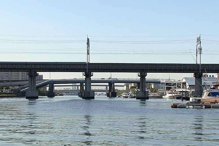 東海道新幹線-熱田沖の堀川<br>(2010年撮影)[2/22]