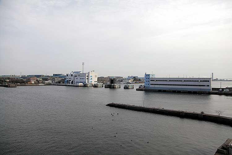 旧港新橋跡と防潮水門<br>(2012年撮影)[5/22]