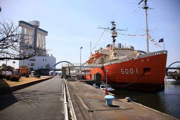 ガーデン埠頭と南極観測船ふじ<br>(2012年撮影)[16/22]