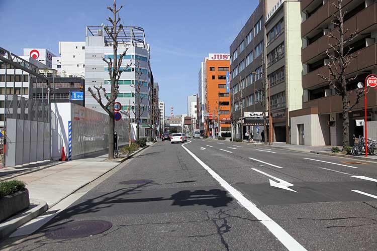 本町通-旧滝兵商店前<br>(2012年撮影)[13/22]