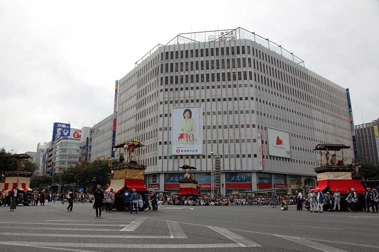 名古屋まつり-栄交差点<br />(2010年撮影)[17/24]