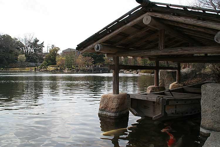 池泉回遊式の日本庭園<br />龍仙湖[2/20]