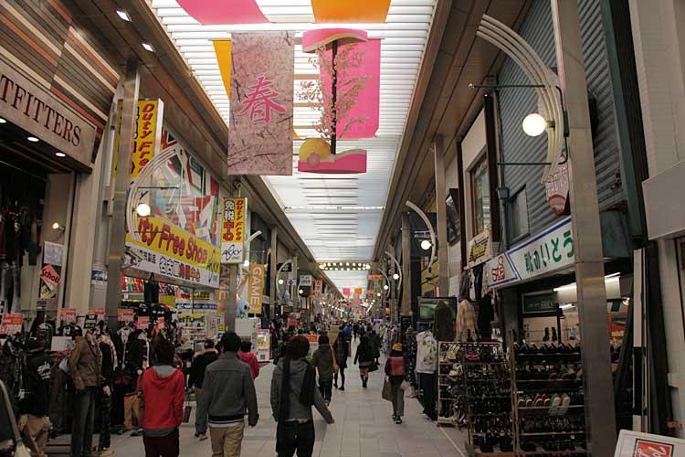 大須仁王門商店街<br>(2010年撮影)[10/22]
