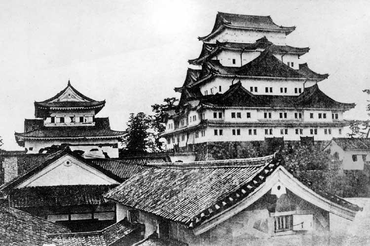金シャチのない名古屋城<br>明治4年(1871)[3/18]