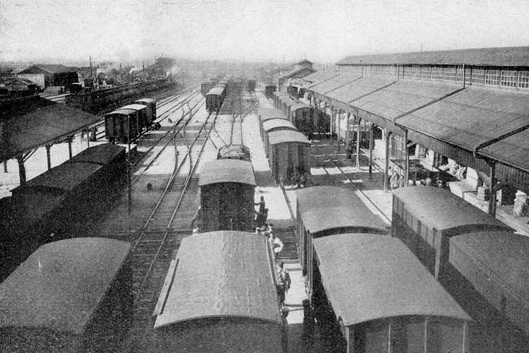 大正時代(1912-1926)<br>中頃の名古屋駅前構内[9/19]