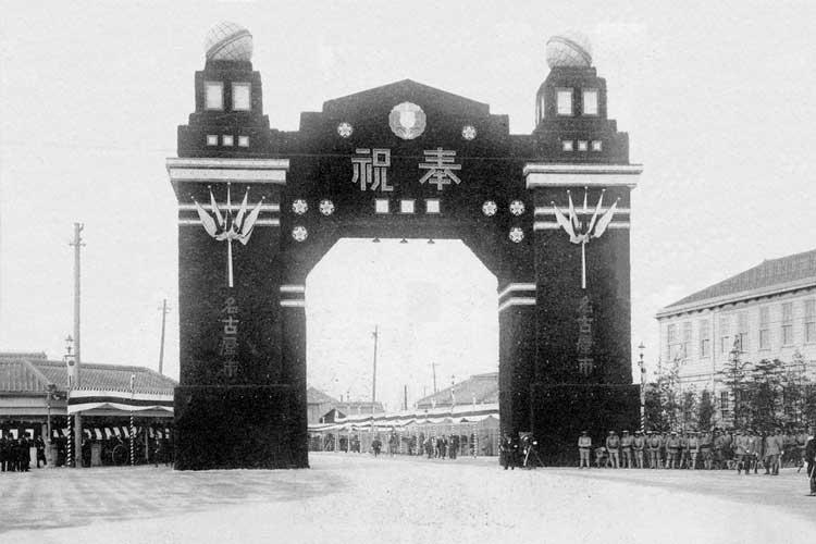 昭和時代(1926-1989)初頭の<br>御大典奉祝記念凱旋門[11/19]