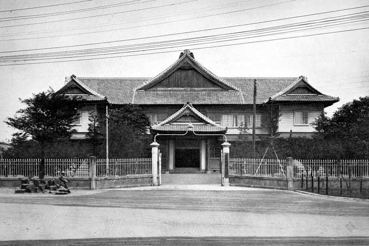 県庁に隣接する<br />愛知県議事堂[16/24]