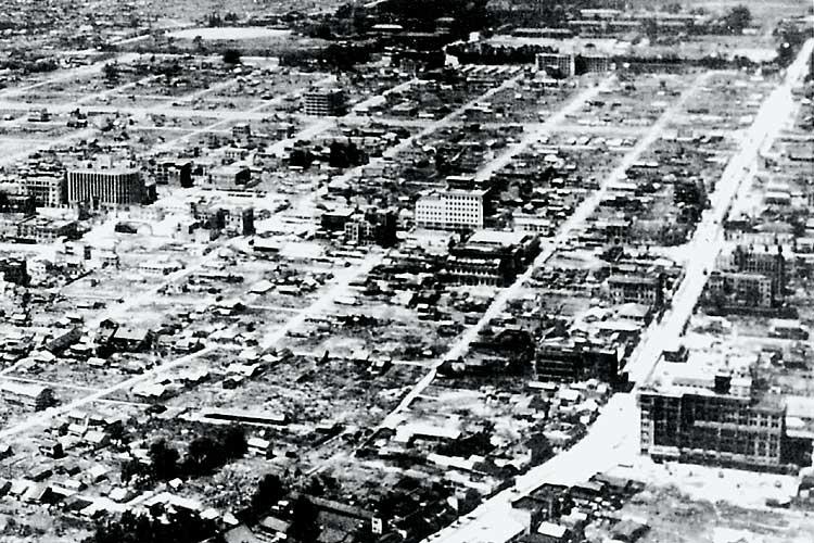 昭和20年(1945)戦災で<br />焼け野原となった中心部[14/24]